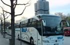 Bus vor BMW